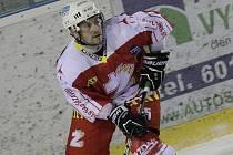 Kapitán Žďáru Jiří Plachý chce v sobotním utkání s Děčínem, který začíná v 17.30, navléct osmý vítězný korálek v řadě.