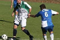 Vůdčí osobností středové řady a i celého mladého týmu je kapitán Lukáš Michal (v zeleném dresu).
