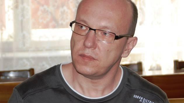 Recidivista Robert Lichtenberg si u Krajského soudu v Brně vyslechl rozsudek: dvacet let ve vězení. Výše trestu ho nepříjemně překvapila, a tak se hned na místě ústy svého obhájce odvolal.
