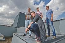 Chinaski na žďárském koncertě doprovodí vysočinská kapela Like-it, která známou českou skupinu podpořila již při loňském turné Rockfield 2015.