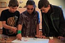 ŠKOLA HROU. Základní škola v Dolní Rožínce otevřela zrekonstruovanou učebnu pro výuku technických předmětů. Do vyučování školáků tak bude začleněno více pokusů a praktických ukázek