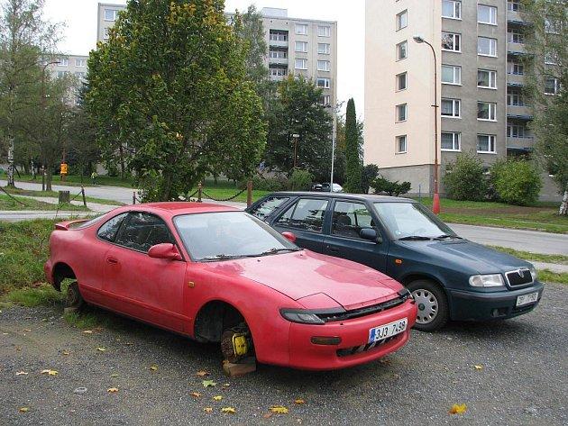K sešrotování vraku došlo loni ve Žďáře pouze třikrát. Většinou se daří majitele aut najít .