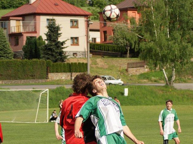 Jeden ze soubojů v zápase Vrchovina B Křoví vyšel nerozhodně. Z utkání však odjížděli spokojenější hosté.