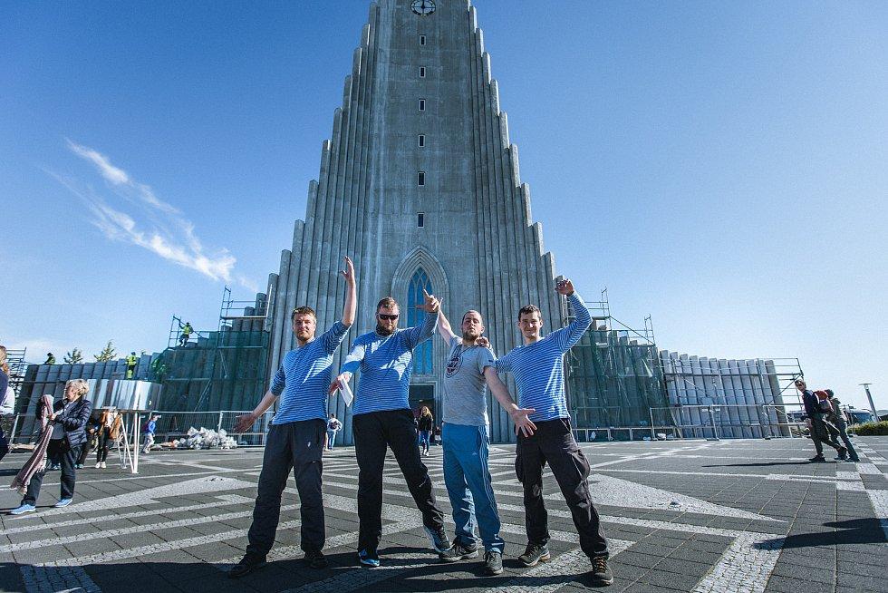 Reykjavík, kostel Hallgrimskirkja (zleva Jakub Dlouhý, Martin Nykodým, Libor Vávra, Tomáš Gregor).