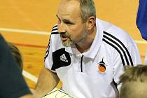 Žďárského trenéra Petra Šilharta mrzela zejména porážka v Karviné. Basketbalisté jsou ve vyrovnané soutěži šestí, sestupují tři nejhorší.