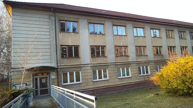 Komplex budov, který poslední studenti opustili před bezmála čtyřmi lety, je zatím v původním stavu.
