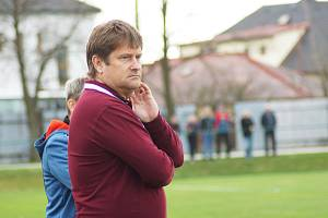 Necelé tři roky trvalo spojení fotbalistů Nové Vsi a trenéra Radka Šikoly.