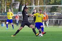Fotbalisté FC Žďas (v černém) v neděli udolali Velkou Bíteš (ve žlutých dresech) 2:0.