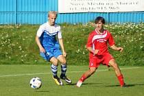 Fotbalisté béčka Vrchoviny (v červeném) v Náměšti dlouho drželi příznivý stav 2:1. Domácím se však podařilo v nastaveném čase přece jen vyrovnat.