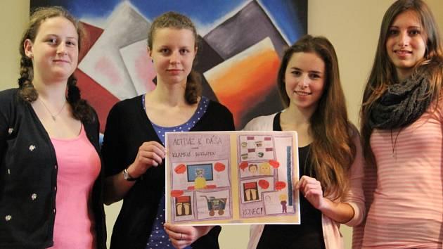 Čtveřice studentek z Biskupského gymnázia ve Žďáře nad Sázavou se umístila na třetím místě v komiksové soutěži, kterou pořádá organizace Člověk v tísni.