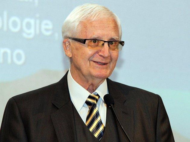 Příští týden se ve Velkém Meziříčí uskuteční Evropský festival filozofie. Mezi přednášejícími nebude chybět ani Vladimír Smékal. Je jeden z předních českých psychologů.