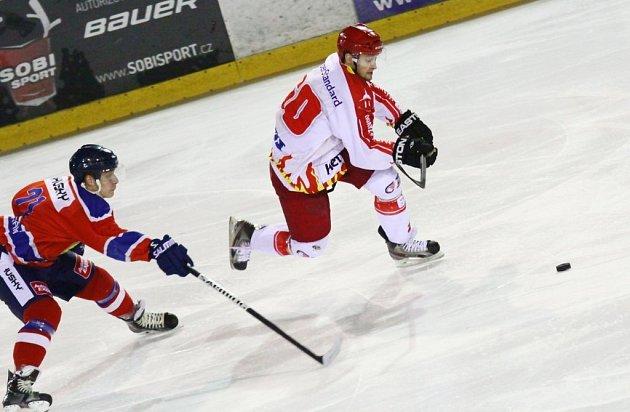 Plameny dokázaly využít domácího prostředí k bodovému zisku v dalším kole druhé hokejové ligy v zápase proti Kobře.
