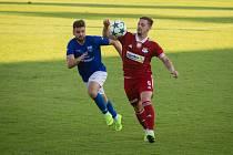 Fotbalisté Velkého Meziříčí (v červeném) na Opavu ve druhém kole letošního ročníku MOL Cupu nestačili.