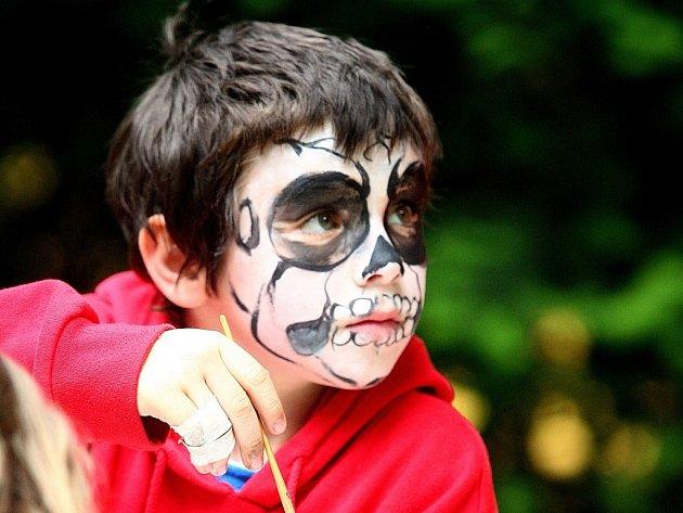 Děti si užijí malování na obličej.