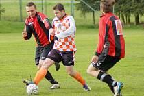 Fotbalisté Křižanova (v kostkovaném dresu) patří k těm klubům, kterým vzal covid-19 dva roky za sebou možnost postoupit o patro výš.