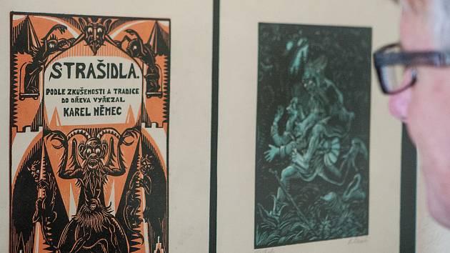 Výstava s názvem Strašidla a svatí Karla Němce v Horáckém muzeu v Novém Městě na Moravě.
