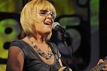 Věra Martinová se obklopila mladými a talentovanými muzikanty a míří do Nového Města na Moravě. Nové aranže osvědčených hitů uslyší fanoušci ve středu 6. ledna ve velkém sále kulturního domu. Začátek je v 19 hodin.