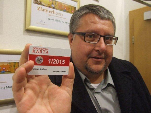Novoměstští si mohou kupovat karty pro městskou hromadnou dopravu.