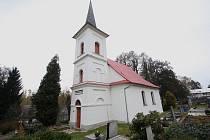 První evangelický kostel byl otevřen v Sázavě, stavba byla dokončena přesně v den 4. výročí Tolerančního patentu - 13. října 1785. Věž směla být postavena teprve o 100 let později.