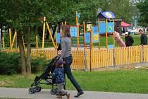 Nový plácek s prolézačkami budou moci děti ve Žďáře užívat od 29. června.