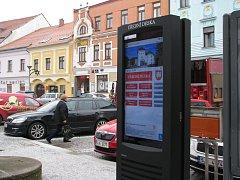 Meziříčí spustilo nový web. Novinkou je rovněž elektronická úřední deska umístěná ve středu náměstí poblíž kašny.