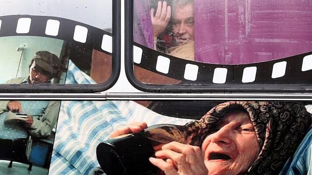 Neformální setkání Občanského sdružení Přátelé Miloše Zemana se konalo v Hošticích u Volyně – v obci, kterou proslavila filmová trilogie Slunce, seno...