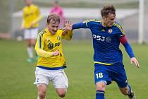 Kádr divizních fotbalistů Velké Bíteše (ve žlutých dresech) přes léto doznal několika změn.
