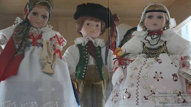 Krojované panenky vypráví dětem i dospělým příběhy z historie