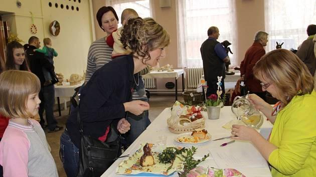 K vítání jara v Dolní Rožínce patřila i soutěž o nejchutnějšího velikonočního beránka. Zájem návštěvníků byl velký, body přidělovali šesti přihlášeným pekařským výtvorům.