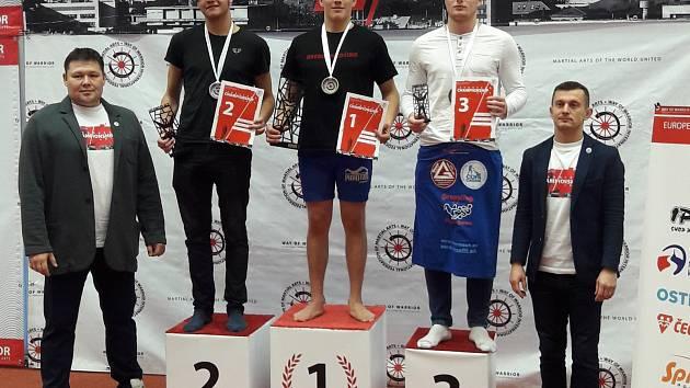 Vrcholem letošní sezony pro klub bojových umění Arena Vysočina byly v uplynulých týdnech evropské a republikové šampionáty, na kterých získali jeho reprezentanti řadu cenných medailových úspěchů. O ten největší se postaral Martin Coufal.