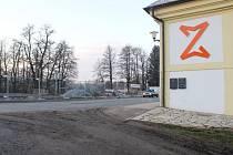 Rekonstrukce odstavné plochy u žďárského zámku bude u důvodu nestabilního podloží v zadní části, o kterou je parkoviště rozšiřováno, o 2,25 milionu korun dražší.