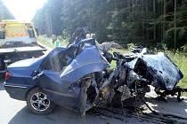 Nedaleko Velké Bíteše havaroval řidič s osobním vozidlem, náraz do sloupu nepřežil.