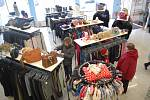 Textil, boty, hračky, látky a spoustu dalších věcí si můžete koupit v novém obchodě, který bude ve středu 5. dubna otevřen v prostorách obchodního domu Trend (Žďas) na náměstí Republiky ve Žďáře nad Sázavou.