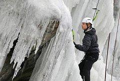 Na ledové stěně ve Víru se má v sobotu uskutečnit mistrovství v lezení na rychlost.