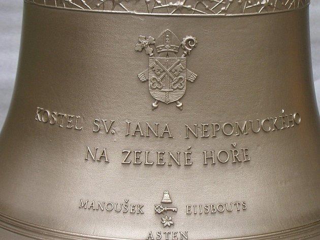 Interiéry poutního kostela svatého Jana Nepomuckého, památky UNESCO, rekonstruují restaurátoři, opravou teď prochází i jeho venkovní osvětlení. Příští rok se tam rozezní tři nové zvony. Nesou jména svatých patronů i dárců.