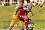 Pavel Mezlík (v červeném)