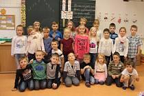 Na snímku jsou žáci ze ZŠ Komenského 2 ve Žďáře nad Sázavou, třída 1. A paní učitelky Heleny Černé.