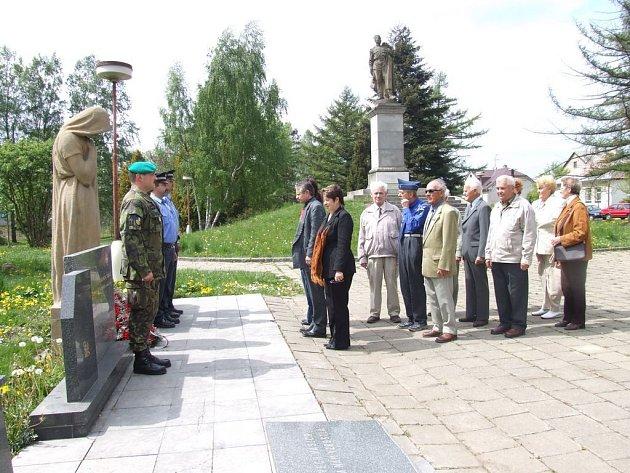 Žďárští radní uctili památku obětí.