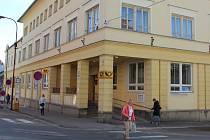 Zákazníci nyní v přízemí pošty v Nádražní ulici využívají dvě nové přepážky. Ostatní se otevřou ve středu 1. dubna.