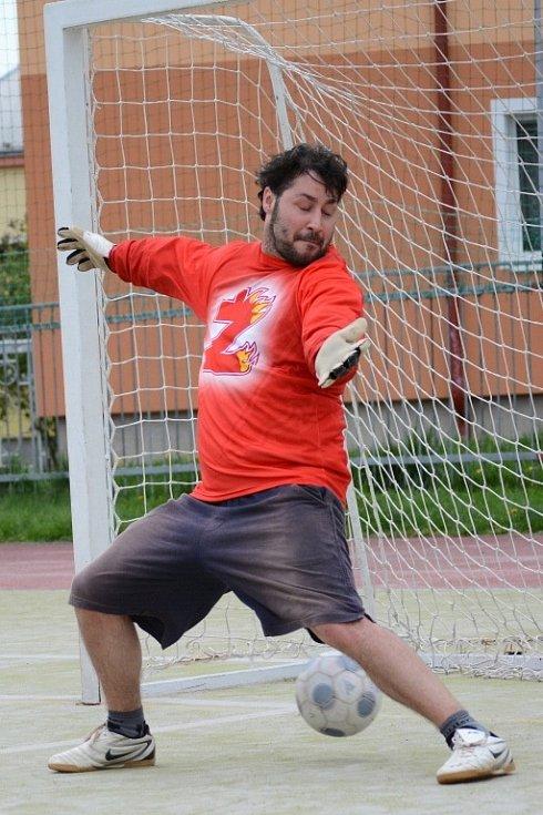 V brance hokejistů se tradičně objevil jejich trenér Martin Sobotka.