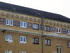 Domy ve žďárské čtvrti Stalingrad mají unikátní sgrafitovou výzdobu.