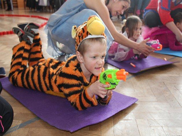 Ústředním tématem dětského karnevalu v Rokytně byly zimní olympijské hry.