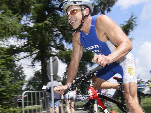 Jednou z podmínek terénního triatlonu v Novém Městě na Moravě bylo horské kolo.