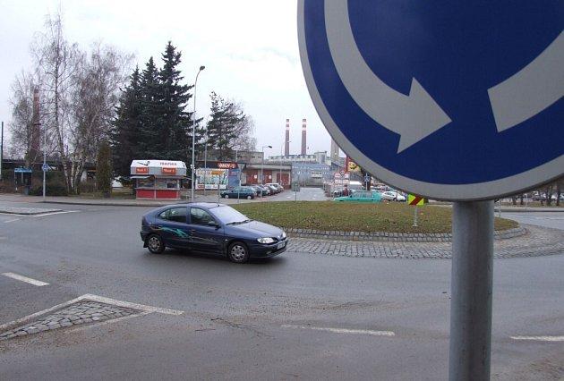 Kruhový objezd ve Žďáře - u nádraží.