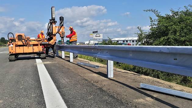 S opravou mostu, který převádí dálnici D1 přes silnici vedoucí od Velké Bíteše, se začalo letos v dubnu.