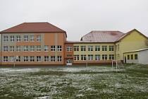 Školní hřiště u bystřické základní školy T.G. Masaryka v Tyršově ulici projde přes prázdniny rekonstrukcí, na kterou radnice vyčlenila šest milionů korun.
