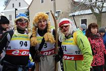 Recesistický lyžařský závod se v Polničce jel už po pětačtyřicáté. Letos závodní trať svojí účastí poctila česká ženská biatlonová reprezentace..