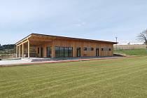 Fotbalisté z Oslavice si mohou užívat moderního zázemí, které se v obci nedaleko Velkého Meziříčí před nedávnem vybudovalo.