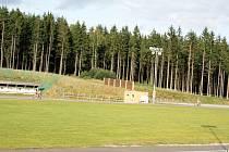 Sportovní areál Vysočina arena je zasazený v zeleni.