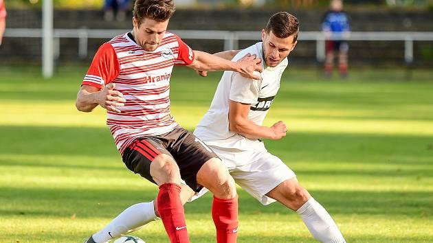 Fotbalisté Žďáru nad Sázavou (v bílém) ve středu dokázali zdolat Boskovice 3:1. V utkání ovšem zahodili spoustu dalších příležitostí.